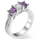 טבעת אירוסין 3 יהלומים המשובצת ב 2 אבני אמטיסט כמו כן טבעת זו משובצת ב 10 יהלומים קטנים בצבע G וניקיון SI1.