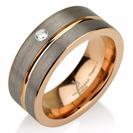 טבעת טונגסטן לגבר ברוחב 9 ממ בגימור מט עם שילוב ציפוי זהב אדום ויהלום לבן