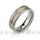 """טבעת טונגסטן לגבר ברוחב 6 מ""""מ בגימור מט עם פס זהב אדום במרכז."""