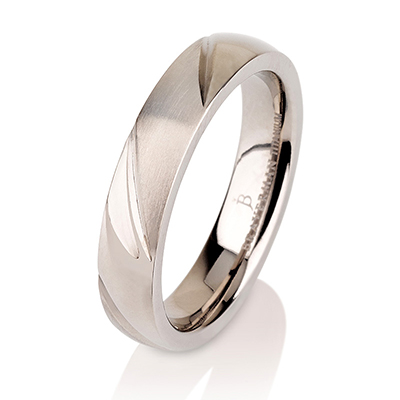 Titanium wedding bands - Delicate titanium ring knife edge engravings with brushed finishing - 4mm