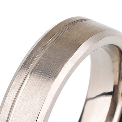 Titanium wedding bands - Brushed titanium ring with beveled edges - 5mm