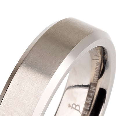 Titanium wedding bands - Brushed titanium ring with polished beveled edges - 5mm