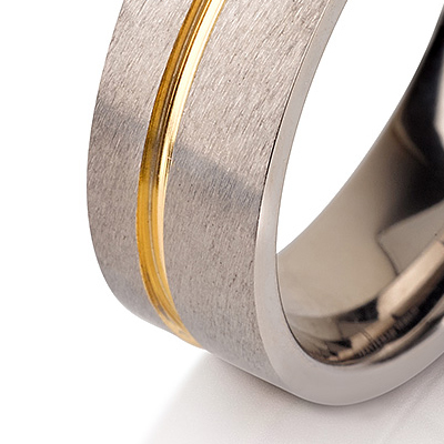 Titanium wedding bands - Brushed titanium ring with 14k gold plated inlay - 6mm