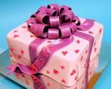 מתנה ורודה עם לבבות