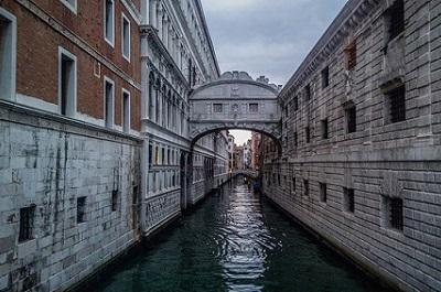 גשר האנחות - Ponte dei Sospiri