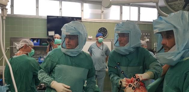דר ברנפלד בחדר ניתוח בית חולים כרמל. צילום דוברות