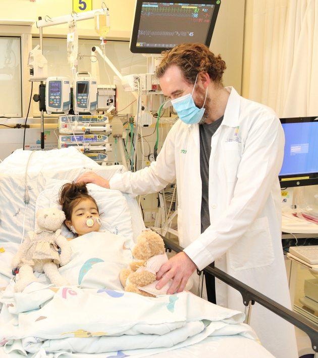 דר גובריץ ומיה, צילום דוברות מרכז שניידר לרפואת ילדים