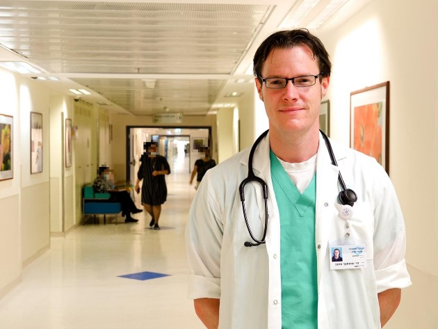 דר סטפן מאוסבך, מנהל היחידה לטיפול נמרץ נוירולוגי-נוירוכירורגי, צילום דוברות שערי צדק