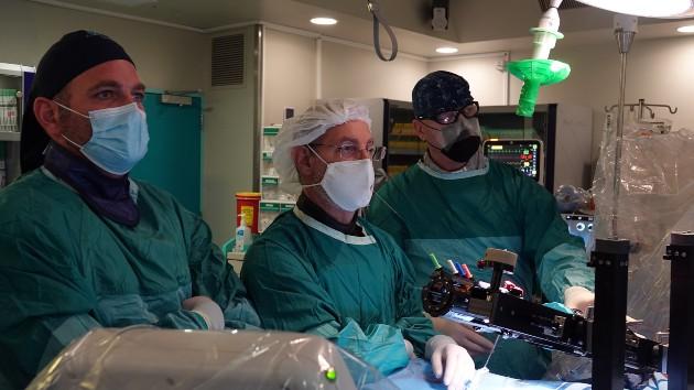 קרדיולוגים במרכז הרפואי שערי צדק מצאו פתרון לחולים בעלי מחלות לב מבניות. צילום דוברות שערי צדק