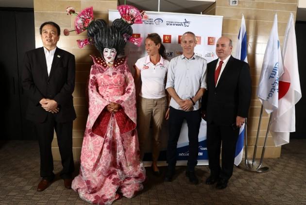 מנכל רשת דן, השר, החותרת סימונה גורן והשגריר. צילום באדיבות הוועד הפראלימפי