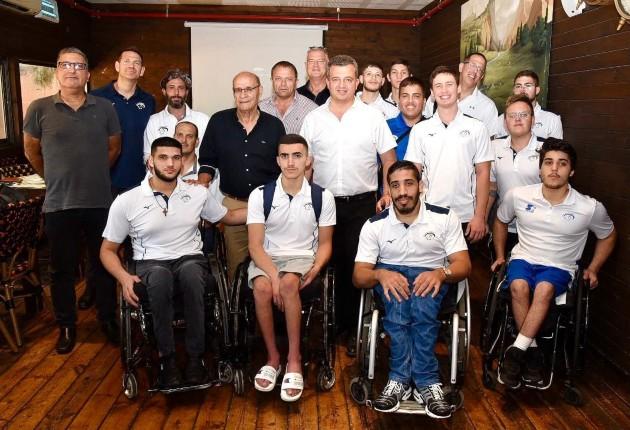 כרמל שאמה הכהן עם נבחרת העתודה של ישראל בכדורסל כיסאות גלגלים. צילום ענת סודאי
