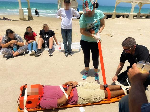 פעילות חווייתית בקהילה בבית הספר רגבים לחינוך מיוחד בחיפה. צילום דוברות יוסי אמבולנס
