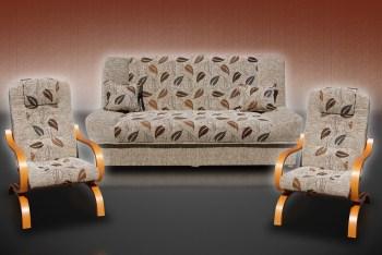 כורסא מעוצבת ידיות עץ