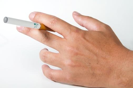 עישון סיגריה אלקטרונית