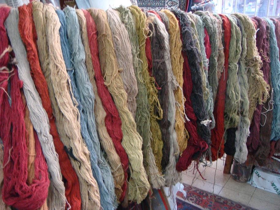 מבחר חוטי צמר גולמי המתאימים לתיקוני שטיחים