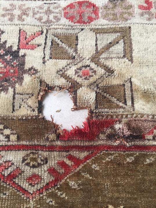 חור בשטיח