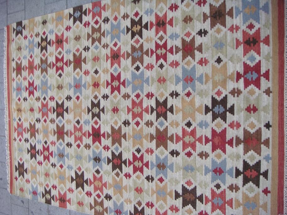 שטיח קילים צבעוני שקט ויפה
