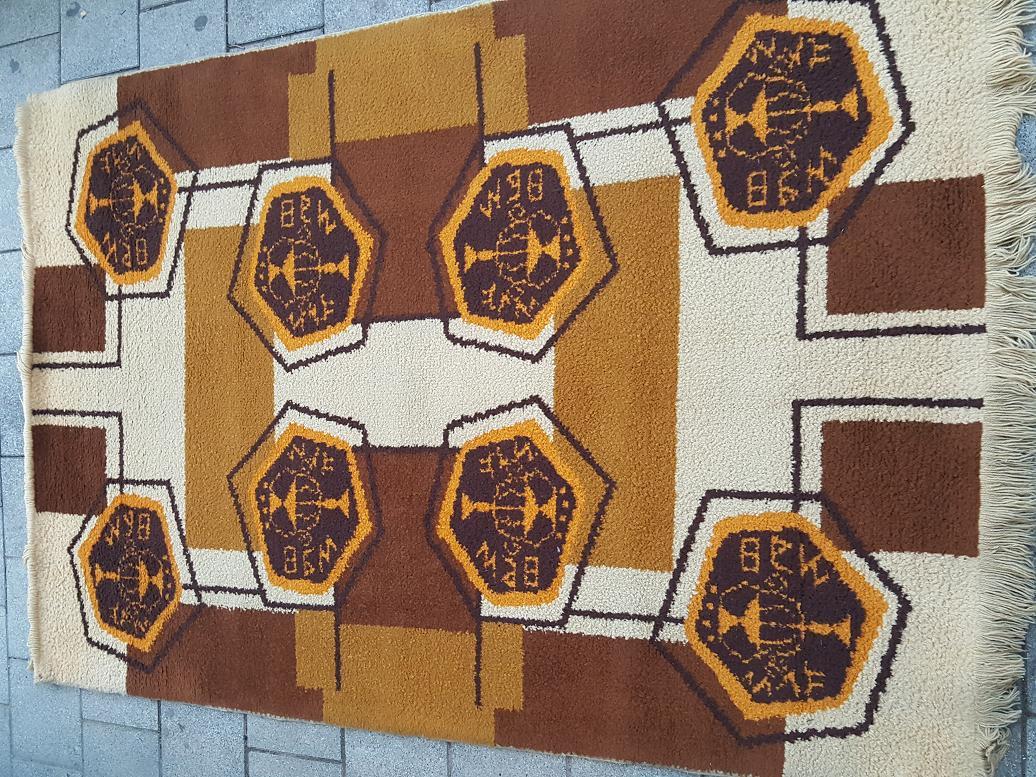 שטיח משכית תוצרת ישראל רות דיין