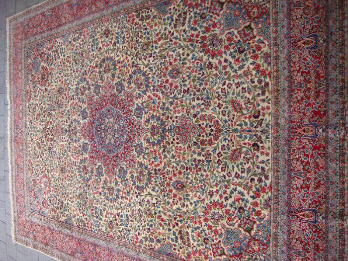 שטיח קרמן ישן ואיכותי אריגה צפופה