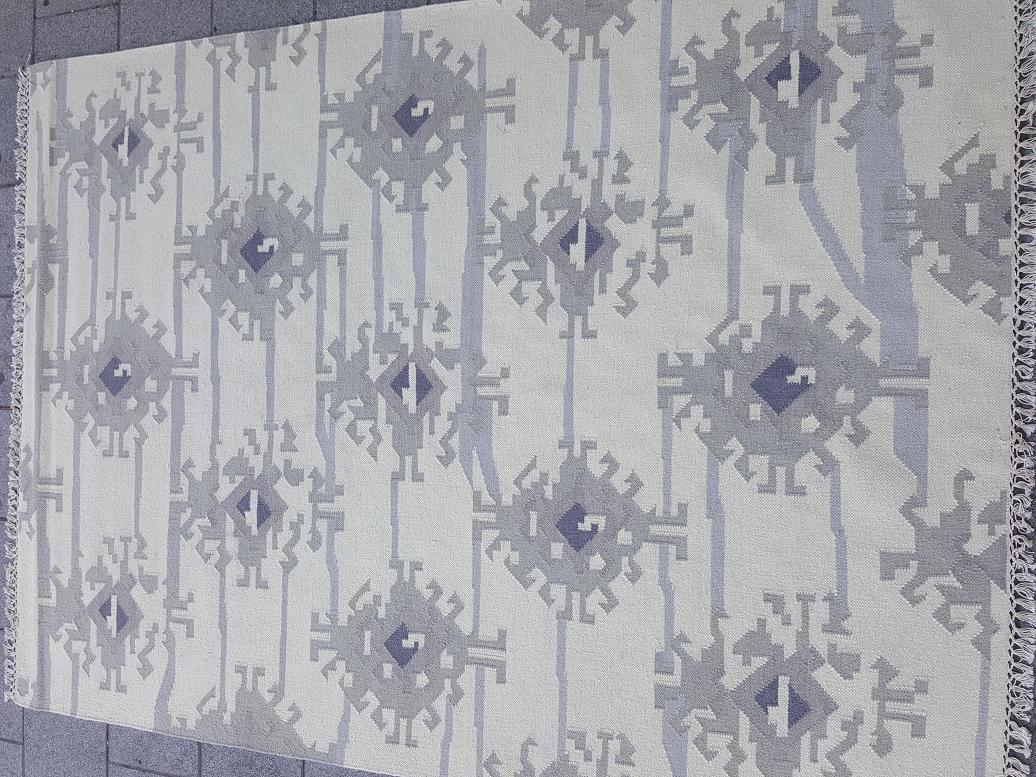שטיח קילים מודרני בהיר