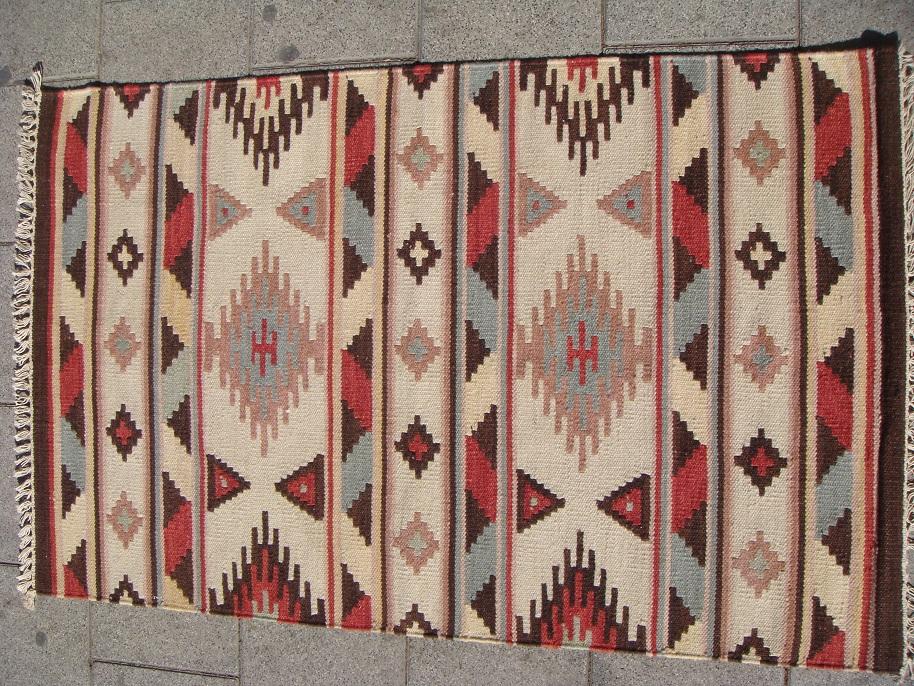 שטיח קילים בהיר דגם 4090