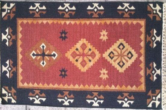 שטיח קילים אדום ושחור