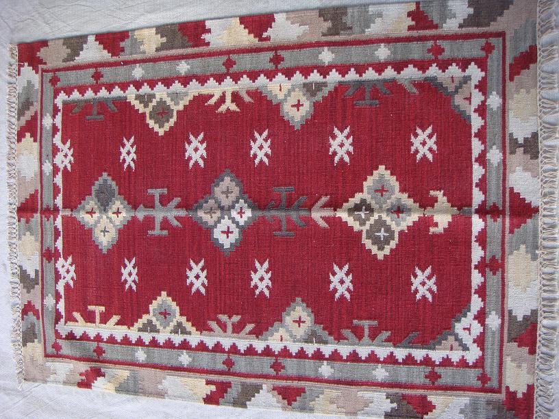 שטיח קילים אדום אפור