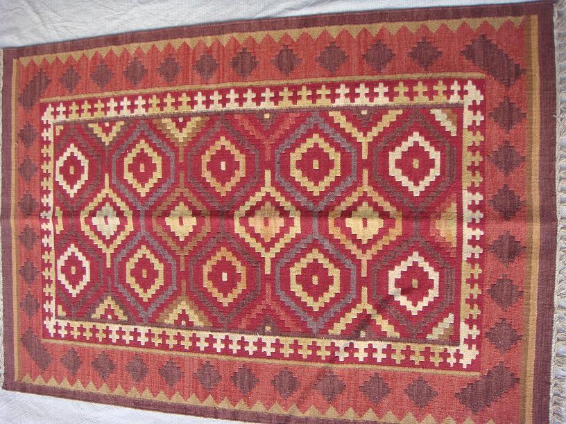 שטיח קילים אדום