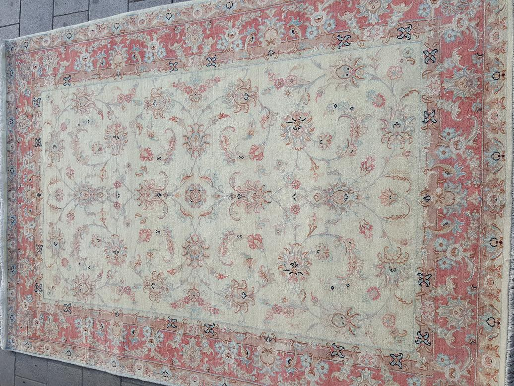 שטיח פרסי מסוג טבריז עם פרחי משי