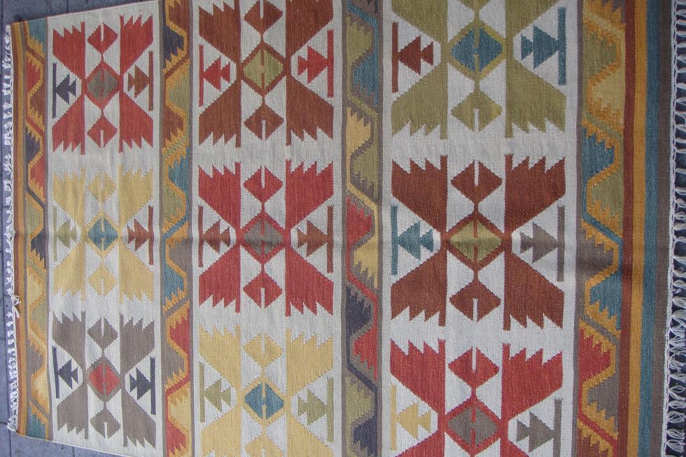 שטיח קילים בהיר מתאים גם לחדר ילדים