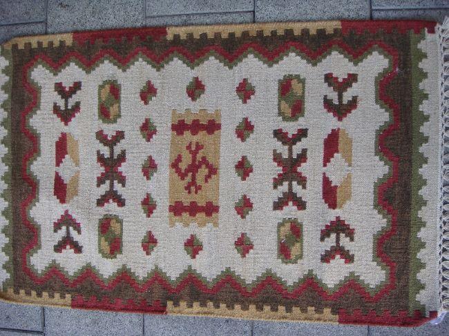 שטיח קילים קטן ויפה