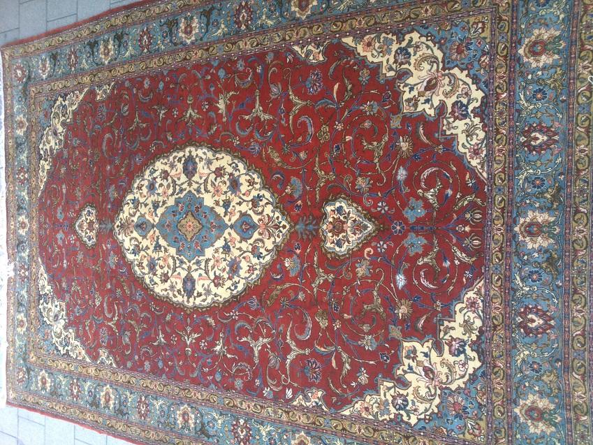 שטיח קום פרסי יוקרתי עם פרחי משי