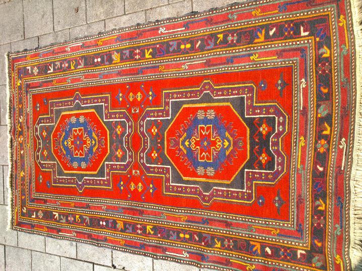 שטיח קבקזי חצי עתיק יפיפה 140*220