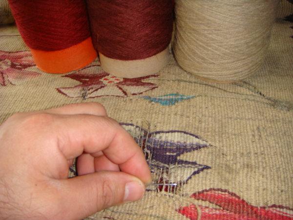 שטיח קילים רומני בזמן תיקון