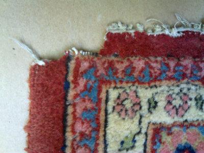 פינה אכולה בשטיח פרסי קשאן