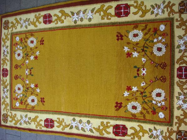 שטיח צהוב עבודת יד