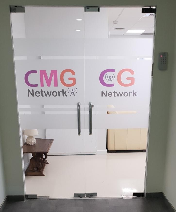 דלת הכניסה למשרדי החברות