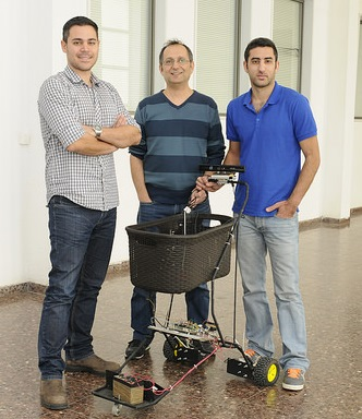 הסטודנטים עם העגלה הרובוטית