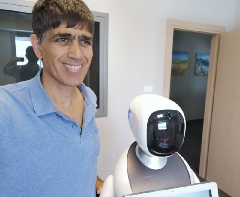 הרובוט Amy והיזם אפי חגי