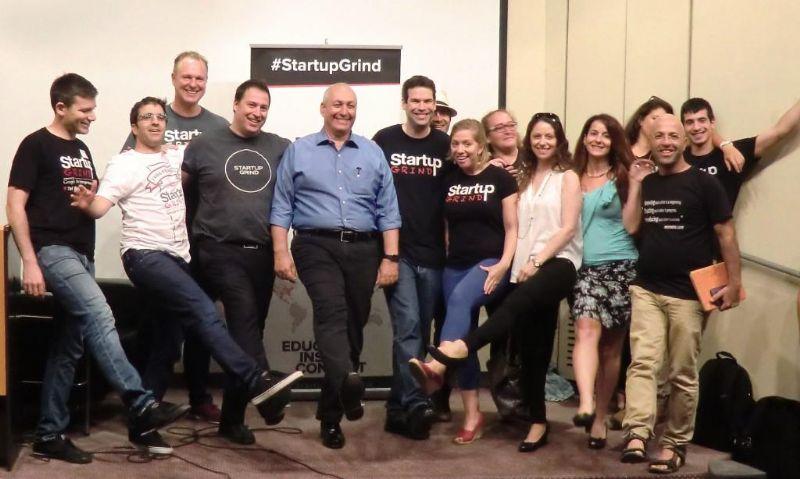 המתנדבים ב-Startup Grind ביחד עם חמי פרס
