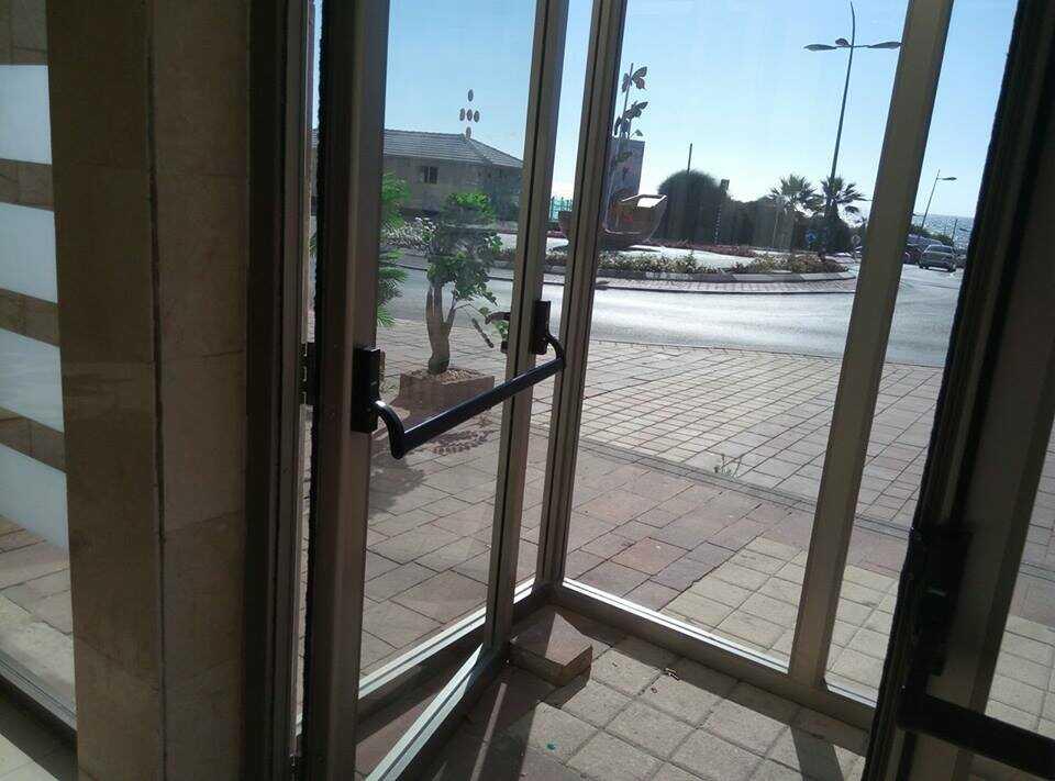 דלת זכוכית באשקלון
