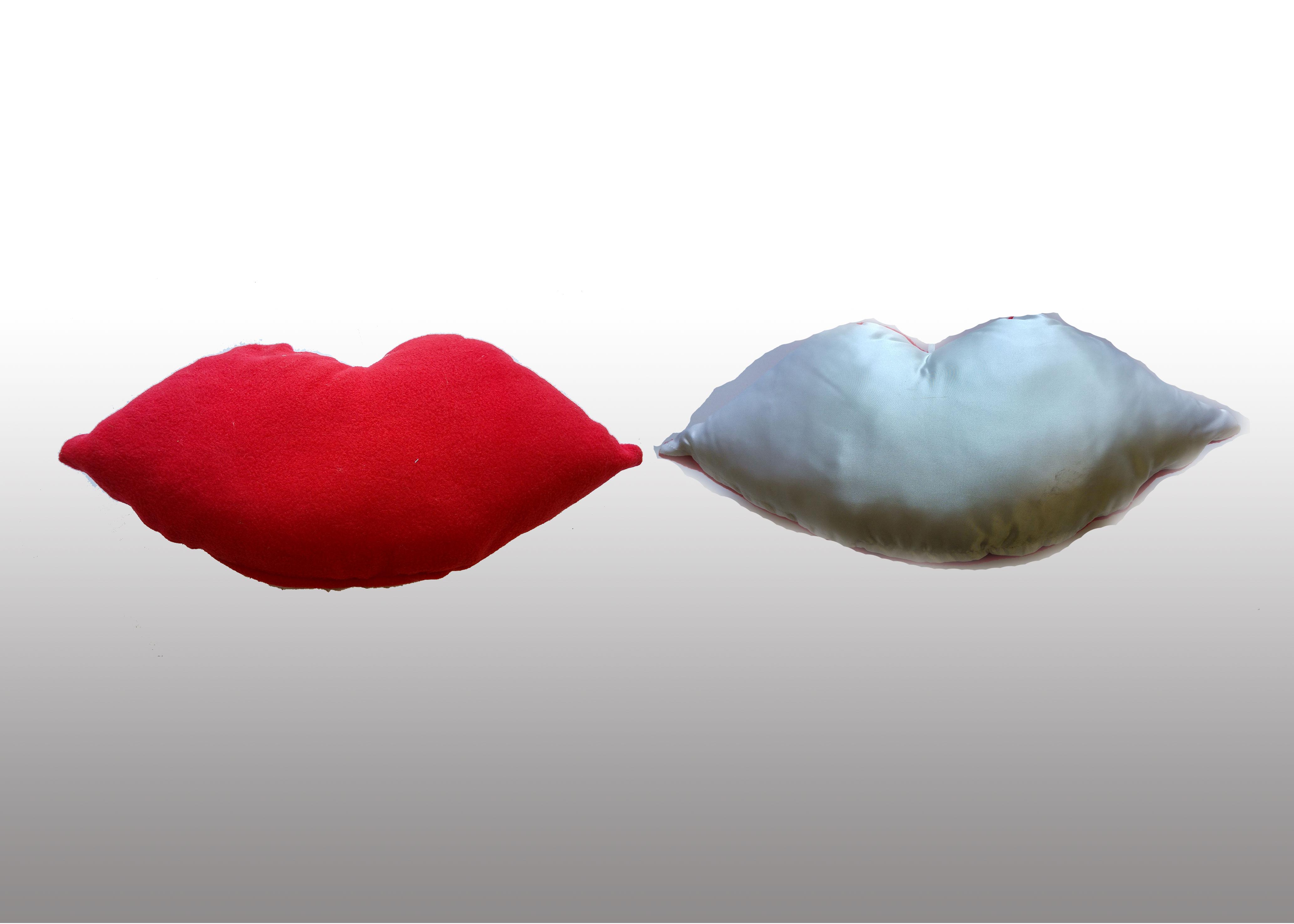 מתנות לאוהבים כרית שפתיים