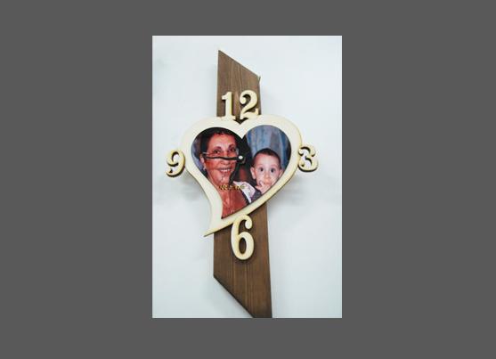 מתנה לסבתא שעון עץ