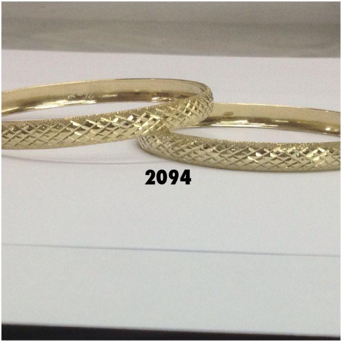 צמיד זהב 14K בצורה של מעוינים קטנים על רקע מבריק ושילוב נצנץ בצדדים (2094)