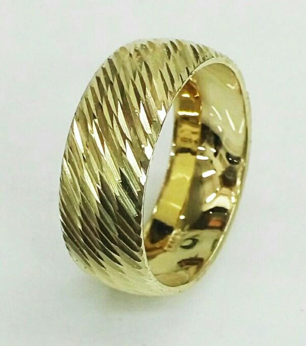 טבעת נישואין זהב 14K מקומר עם חריטת יהלום (4020)