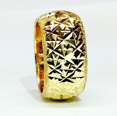 טבעת נישואין זהב 14K כוכבים בלגן גס עם מילוי נצנץ בצדדים (4045)