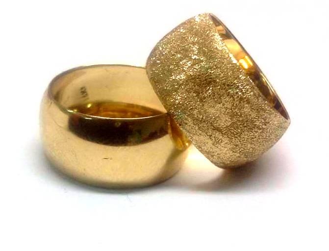 """טבעת זהב 14K מקומר נקודות נצנץ או חלק מבריק ברוחב 10.5 מ""""מ הכל בעבודת יד (4397)"""