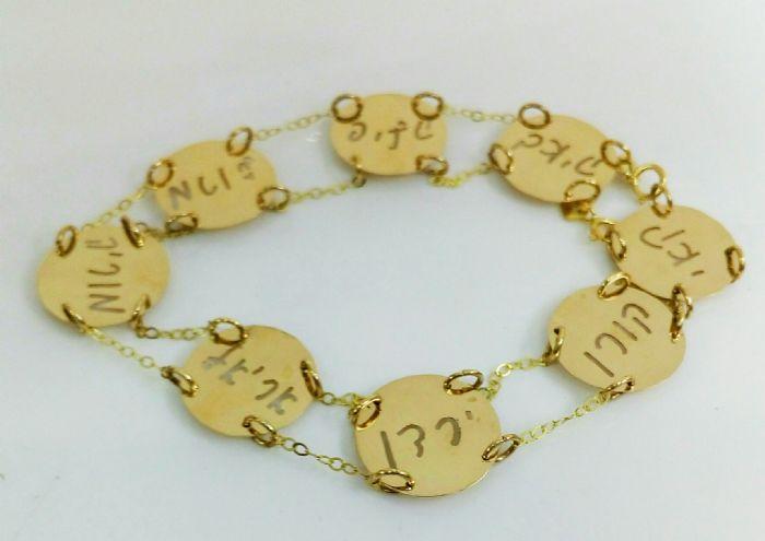 צמיד של אמא עם עיגולים וחיתוך שמות
