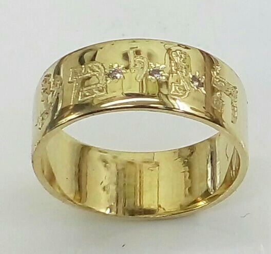 """טבעת נישואין עם אותיות ושיבוץ אבנים, טבעת ברוחב 7 מ""""מ (4380)"""