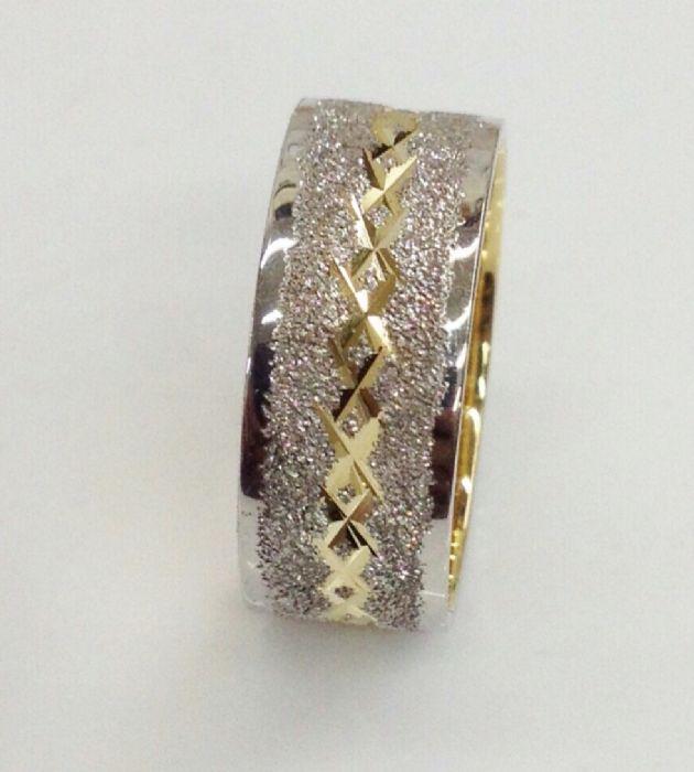 """טבעת נישואין שטוחה רוחב 8 מ""""מ בשילוב לבן וצהוב (4360)"""